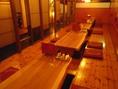 掘りごたつ席は、可動式で、大人数で一つのテーブルを囲むことも可能。