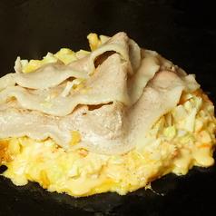 【1】~豚玉ができるまで♪~ボリューム満点の豚肉を焼き上げて生地にのせます★