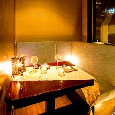 浜松町・大門エリアでの落ち着いた雰囲気を求めるご接待や会食に、女子会や合コンなどのご友人と気兼ねなく楽しみたいお客様に、それぞれのシーンに合わせて個室席をご用意♪モチロンご宴会の他に、接待といったビジネスシーンにもご利用頂けます◎間接照明の優しく照らす大人の個室空間で素敵なご宴会を…♪