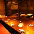 飛騨の古材と和紙が趣のあるお部屋。広々個室は30名~40名様まで大人数での個室貸切ご利用可能がです。