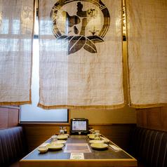 個室感覚の異空間テーブル!カップルに人気です!