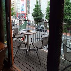 夏に大人気のテラス席!開放感たっぷりの空間で楽しんで!