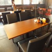 使い勝手抜群のテーブル席。シックな落ち着いた雰囲気。少人数の飲み会にどうぞ!