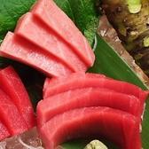 生マグロの醍醐味は何といっても、甘み。もちっとした食感の後にくる濃厚な旨みを、お愉しみください。大トロ、中トロ、赤身のお造りを食べ比べで。