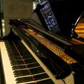 グランドピアノ。貸切時限定で有料オプションで演奏も可能♪