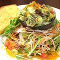 料理メニュー写真マグロとアボガドのタルタルサラダ -トースト添え-