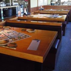 4人がけのテーブル席