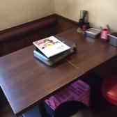 4名様掛けテーブル席です。鉄のメインテーブル席となります。2から4名様にお使いいただいております。安定感のある絶妙な高さのお席だと店主は感じております。