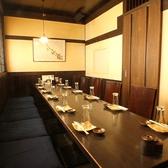 12名様ほどでご使用できるテーブルの個室のお席です。