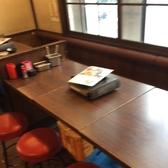 6名様掛けテーブル席です。広めのテーブル席となります。奥は打ち込みソファータイプの座席になっており、家族の方にもやさしい設計です。