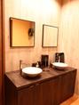 御手洗い・レストルームは、もちろん女性男性別々に、清潔快適にご用意致しております。安心してご利用頂けます。