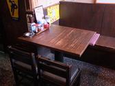 4名掛けのテーブルですがテーブルをくっつけることも可能ですので、団体のお客様のご利用も可能です。