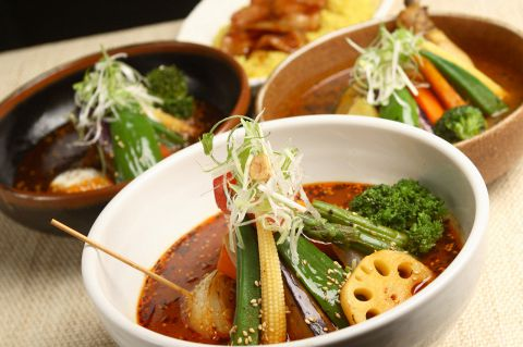 札幌のスープカレーを銀座で楽しめる★選べるスープと豊富なトッピング、そして辛さ!