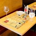仕事帰りなどふらっと立ち寄った際にも利用しやすい2名席をご用意しています。当店自慢のワインやお料理をお楽しみください♪居酒屋のご予約は 横浜 居酒屋 女子会 個室 飲み放題 誕生日を当店で!
