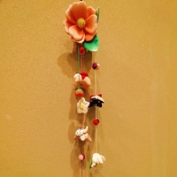 お祝いの席を彩る華やかな花飾り