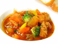 料理メニュー写真トリッパと野菜の自家製トマトソース煮込み