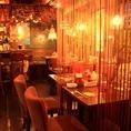 入口を入ると広がるこだわりの空間。たっぷり沖縄料理と美味しいお酒で心地よい「うちなーたいむ」をお楽しみください。