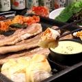 料理メニュー写真まるごとカマンベールセット(ハラペコチーズソース付き)