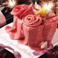 ゴージャスな肉ケーキでお祝いしてみてはいかがですか?プレゼントする方もされる方も思わず笑顔になっちゃいます。数種類のお肉から、作られる肉ケーキ!撮影会の後は、美味しくお焼きしてお持ちいたします!