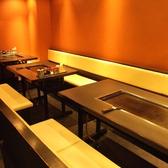 4名様テーブル×3席。最大12名様までご利用いただけます。