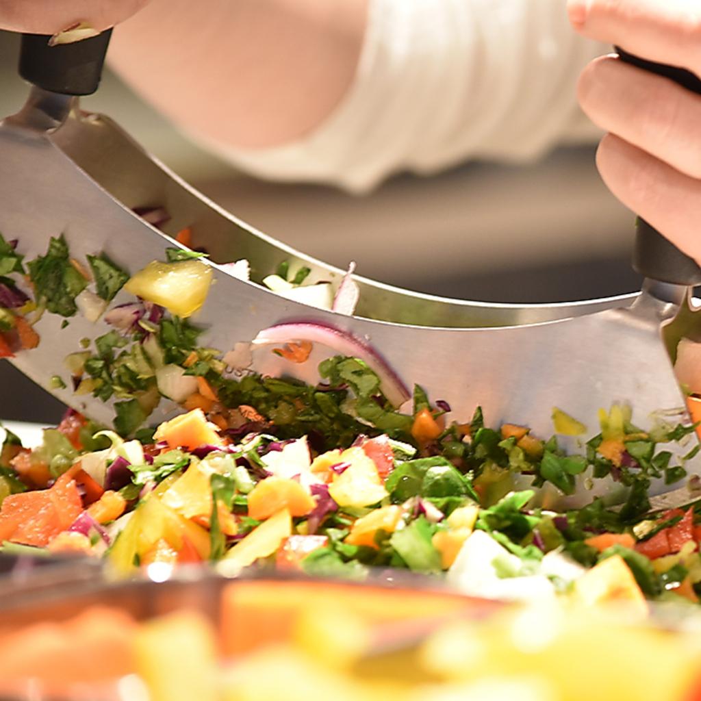 美容面・健康面に効果的なスーパーフードを使用したチョップドサラダが無制限食べ放題!