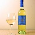 おすすめワイン3 【フェウド・アランチ・ピノ・グリージョ(イタリア)】熟したアプリコットや桃などの芳醇な果実のアロマ。穏やかな酸と心地よいミネラル感、そしてフレッシュな果実味が素晴らしい白ワイン。(税抜2900円)