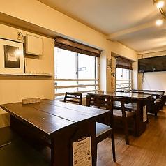 テーブル席がメインの店内!1名~4名様でご利用できます。人数に応じてレイアウトは変更可能です!お気軽にお問い合わせ下さい♪