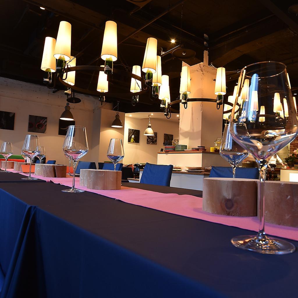 最大80名以上収容可能な店内。歓送迎会・結婚式二次会・懇談会・忘年会・新年会に最適です。