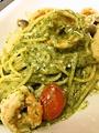 料理メニュー写真海老と茸の寝屋川産大葉のジェノベーゼ スパゲッティ