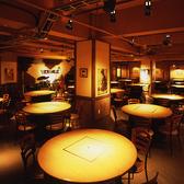 北海道の開拓史をイメージした1階テーブル席。