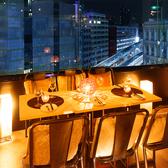 少人数様向けのお席は女子会やデートなど様々なシーンにぴったり。夜景×個室でプライベートな時間を♪