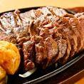 【こだわり1】アツアツの鉄板で焼き上げた牛さがり肉
