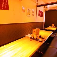 広々したテーブルでゆったり寛げる掘りごたつ席。少人数から団体様までご利用可能です。