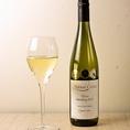 おすすめワイン5 【テラスエッジ リースリング(ニュージーランド)】女性におすすめの逸品。優しい甘みとキリっとした酸味によるバランスの取れた口当たりで心地良い余韻に浸れるとてもテイスティなワイン。(税抜5900円)