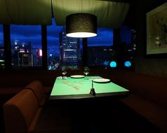 開放感溢れる窓側夜景席は、左手には名古屋、栄のシンボル名古屋テレビ塔、右手にはオアシス21のイルミネーション。さらに眼下にはセントラルパークと絶景が一望出来る人気のお席です。【席数】(最大5名着席×2テーブル)【予約】(要予約)