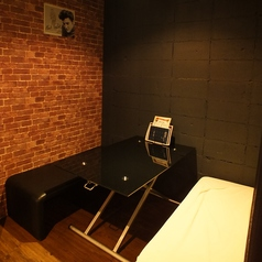 カーテンで仕切られる半個室