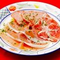 料理メニュー写真パルマ産生ハムとサラミの盛合せ グリッシーニ添え
