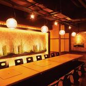 1階の宴会場は100名様まで収容可能。貸切時はマイク利用可。