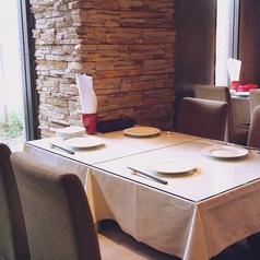 お昼の女子会・ランチにぴったりのテーブル席♪