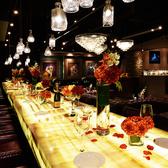 黄金に光る大理石のカウンターは特別な空間。26名様までのパーティも半個室空間としてご利用可能。