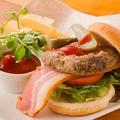 料理メニュー写真ベーコン チーズバーガー