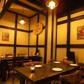 【セカンドベース】4名×2 スモークカフェ側とは違ったモダンな内観が特徴☆1枚板で出来たテーブルの重厚感が落ち着く時間を演出…。