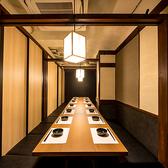 高級感のある店内では大切な方との会合や接待には最適な空間をお楽しみできます。新宿では数少ない団体様から少人数様まで対応できる個室席でぜひお食事を堪能してください。ご予約ですぐに埋まってしまうのでお早めのお問い合わせをお願いいたします。