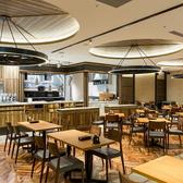 宴会最大人数は、着席時106名様、立食時120名様となっております。店内は、広々とした開放感のある空間となっておりますので、会社の打ち上げなどの大人数の宴会にも最適。