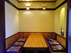完全個室として、利用が可能です。商談や、接待などのビジネスシーンにも喜ばれております。要予約。お料理は、ご予算相談にのれます。