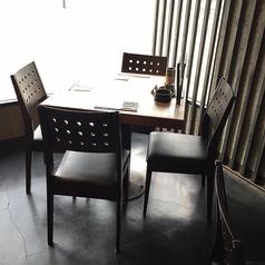 4名様のテーブル席です。2テーブルあります。