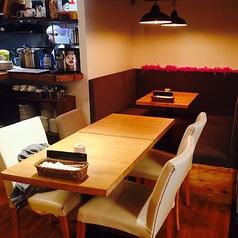 ゆったりとしたテーブル席です。8名前後の宴会でもOK◎