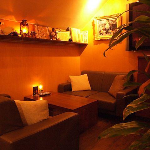 ソファー席&美肌照明の雰囲気自慢のリラックス空間◆外苑前近くにある大人の隠れ家へ