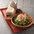 料理メニュー写真かつお節ぶっかけ和風サラダ