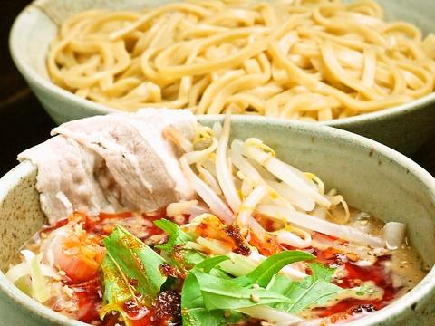 看板料理『京介つけ麺』ダシの効いたスープにモチモチ平打ち麺を絡ませて召し上がれ!